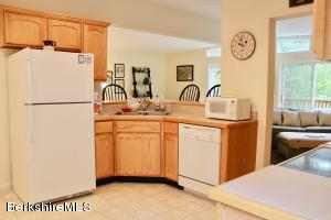 90 LAKEVIEW RD, HINSDALE, MA 01235  Photo