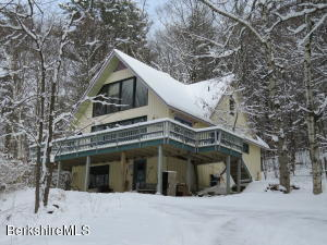577 Brookman Rd, Pownal, VT 05261