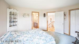 154 OSCEOLA RD, RICHMOND, MA 01254  Photo