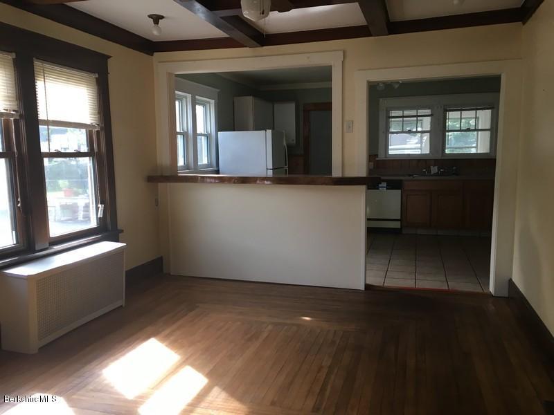 251-430285 Dining Room 1