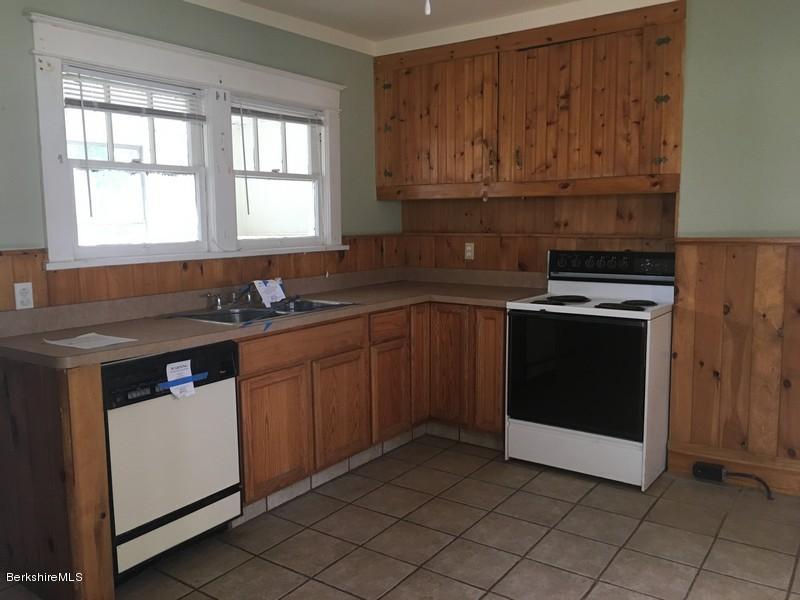 251-430285 Kitchen 3