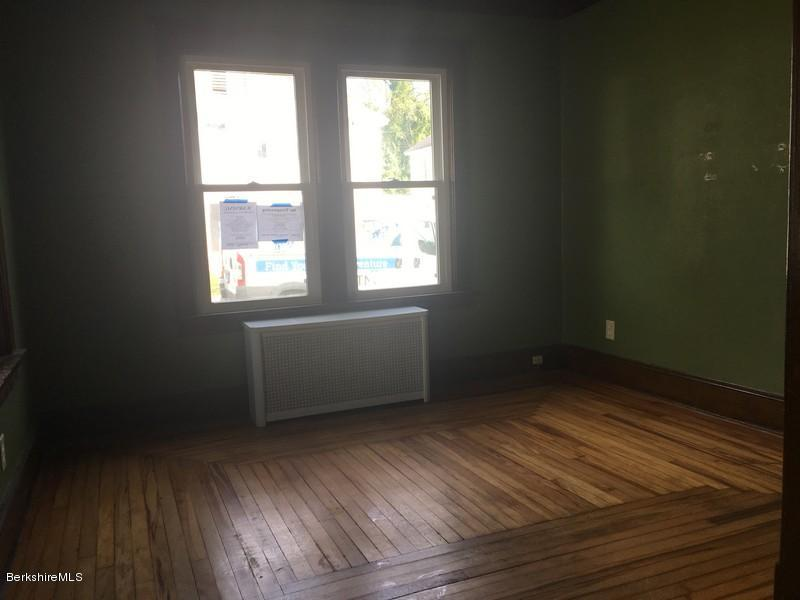 251-430285 Living Room 2