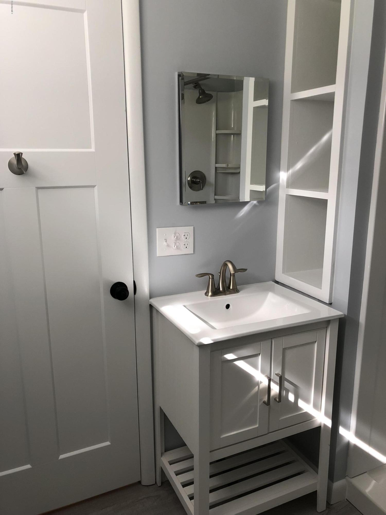 lower_level_bathroom_2
