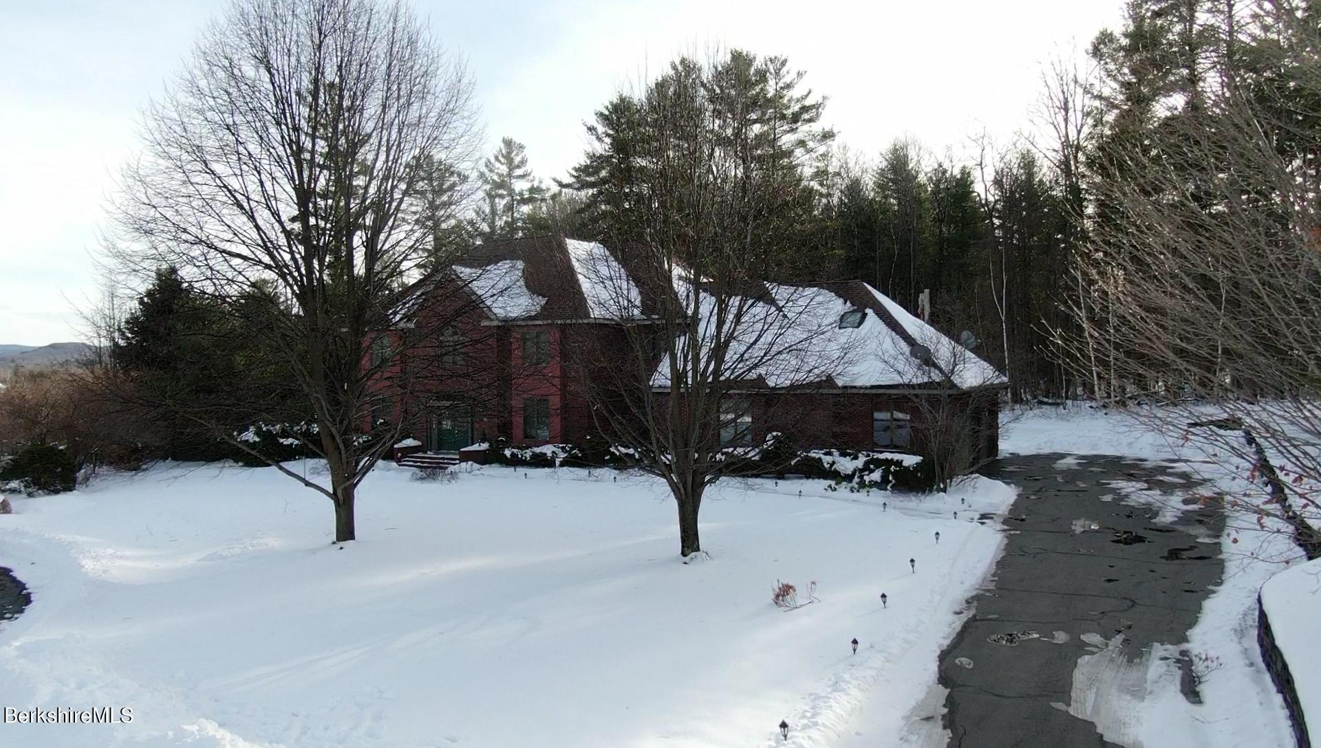 Property located at 50 Meadow Ridge Dr Pittsfield MA 01201 photo