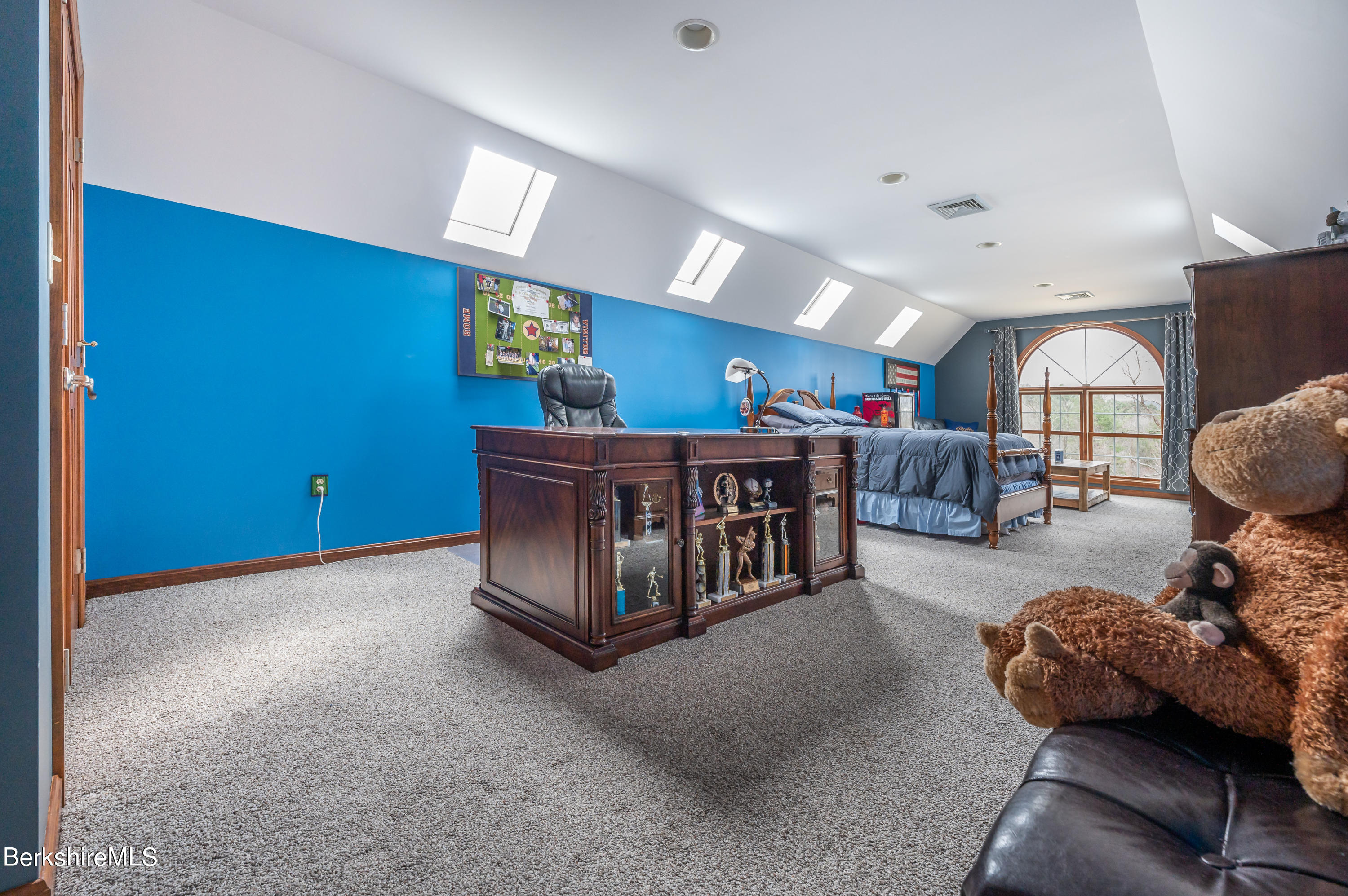Property located at 63 Blythewood Dr Pittsfield MA 01201 photo