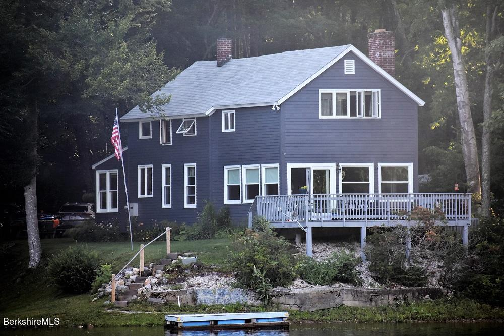 138 Greenwater Dr Becket MA 01223