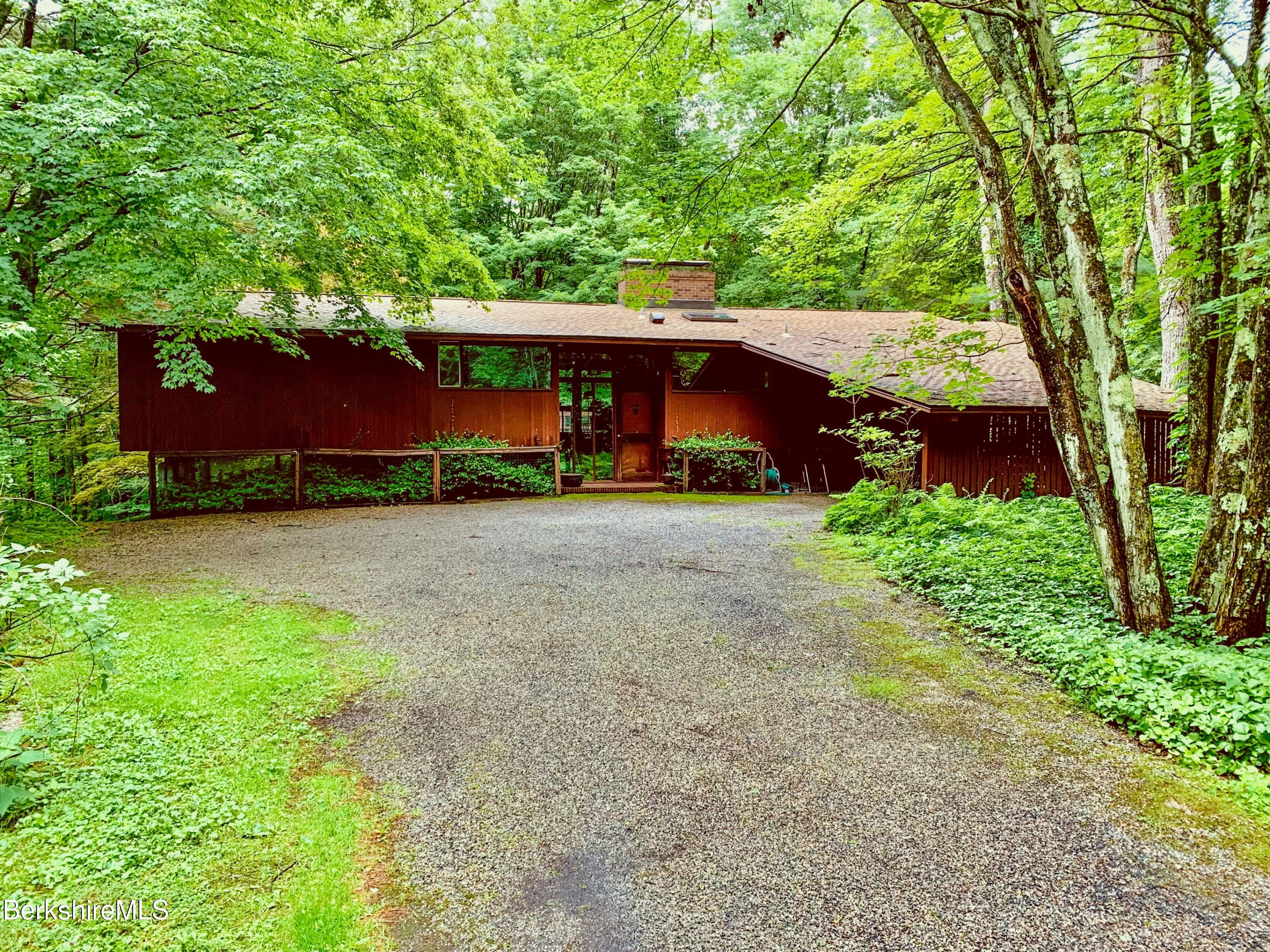20 Forest Rd Williamstown MA 01267