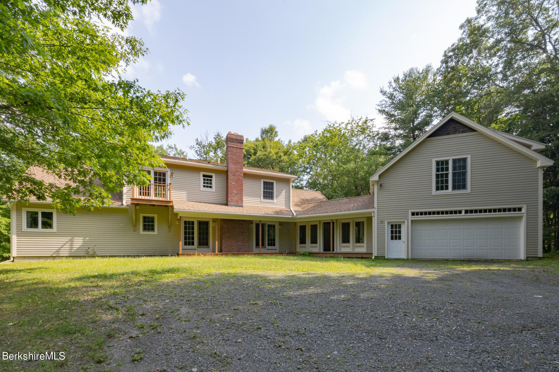 6 Oxbow Rd Egremont MA 01252