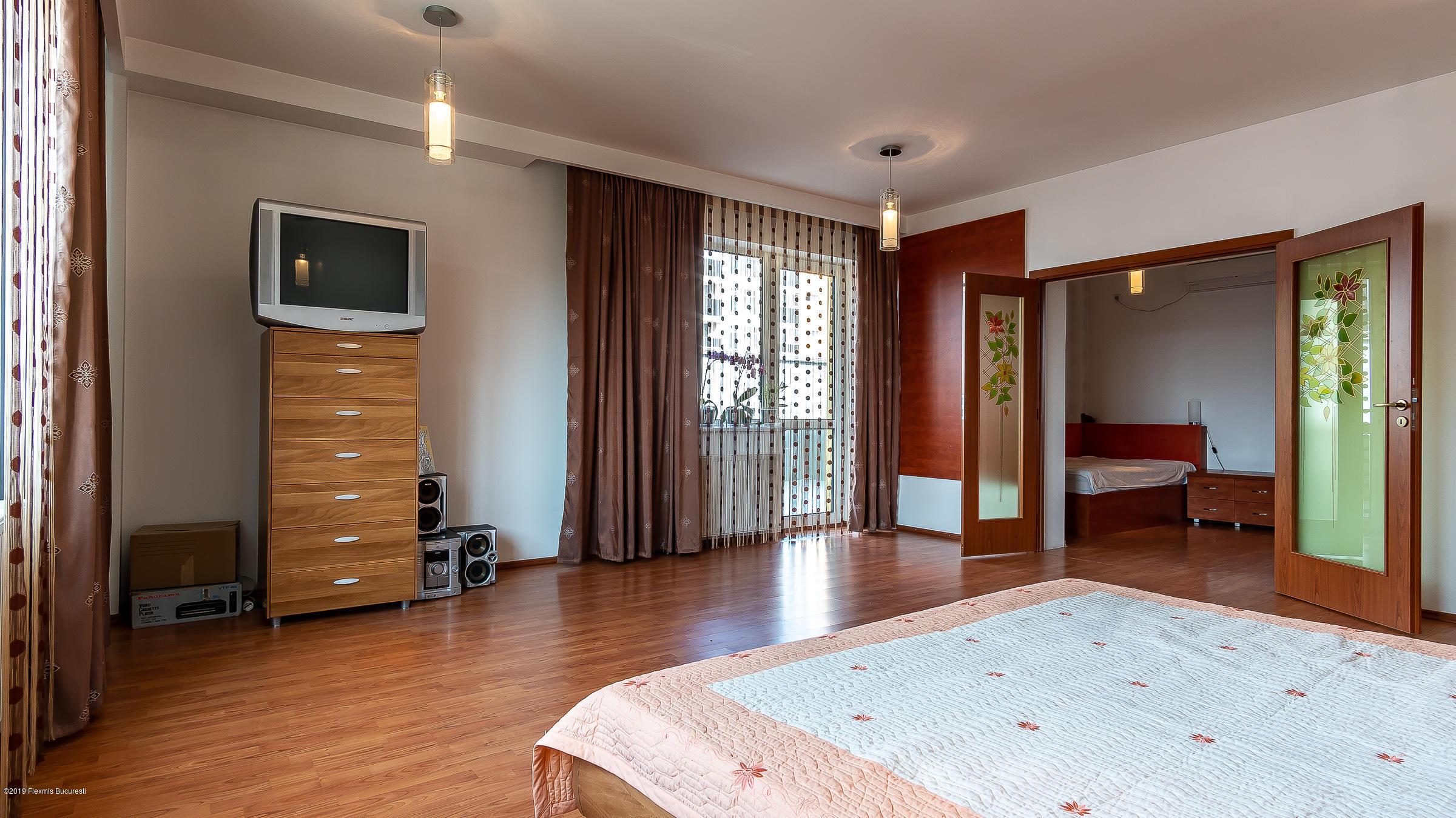 Vanzare Casa 327 m²