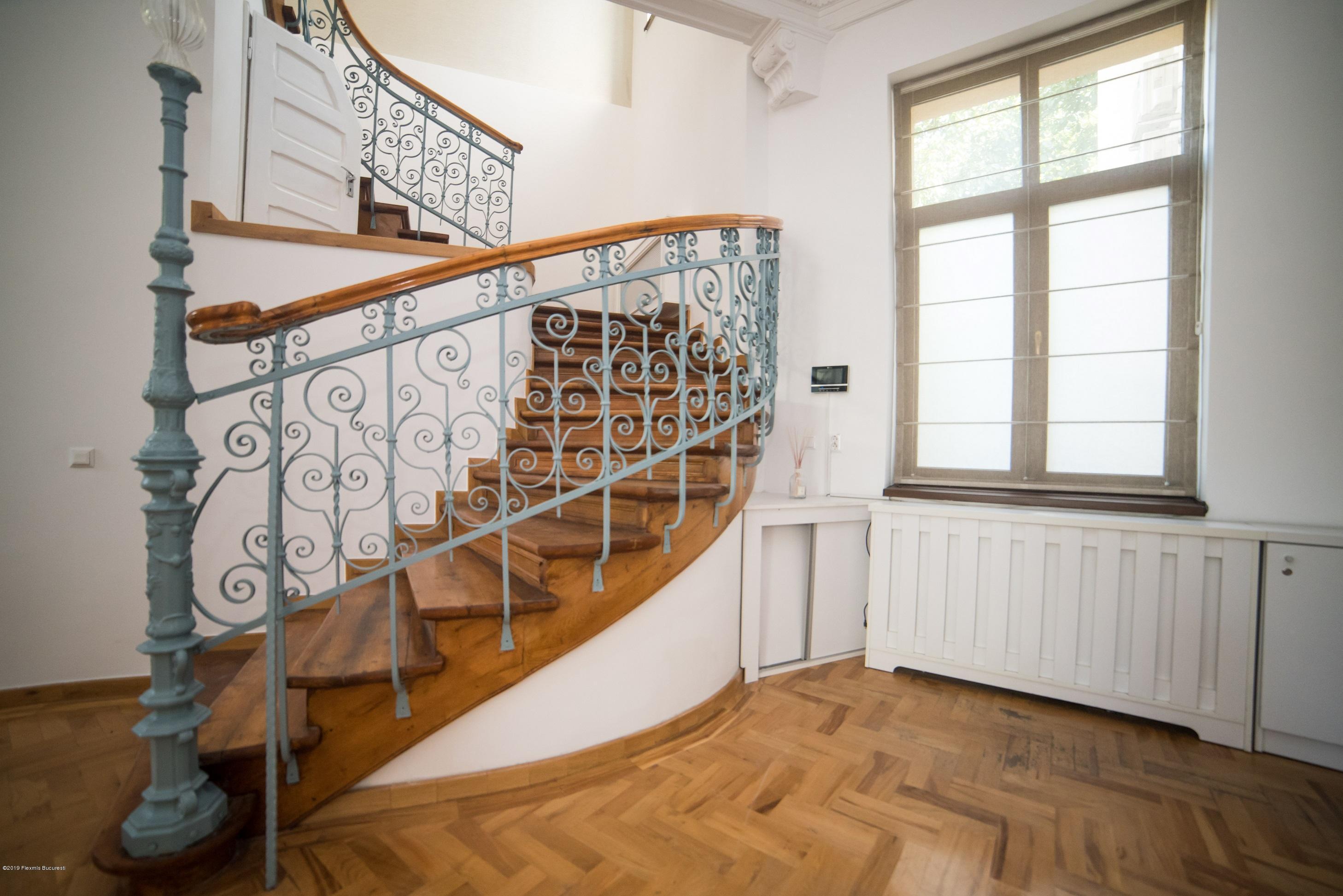 Vanzare Casa 470 m²