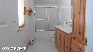 TR#27 Garage Apt Bath