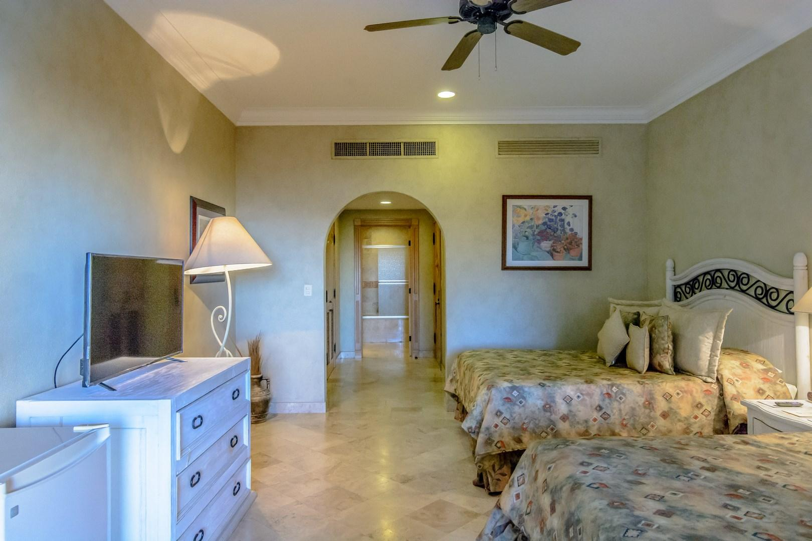 Cabo San Lucas, 2 Bedrooms Bedrooms, 6 Rooms Rooms,3 BathroomsBathrooms,Condo,For Sale,Camino Viajo a SJDC,13-1485