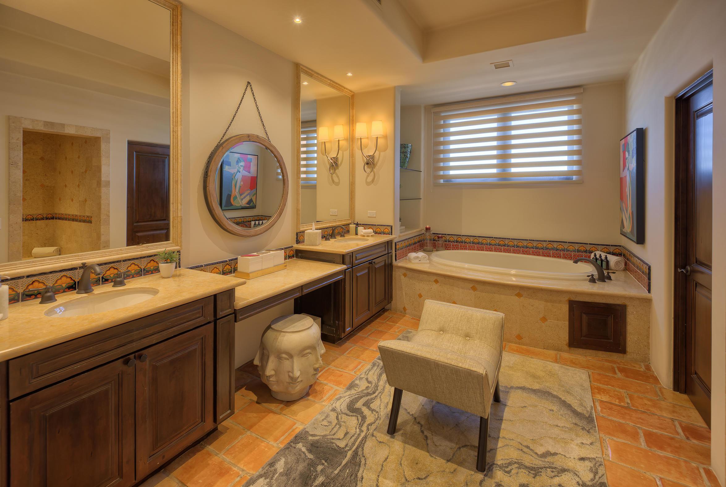 Hacienda Penthouse 3501-9