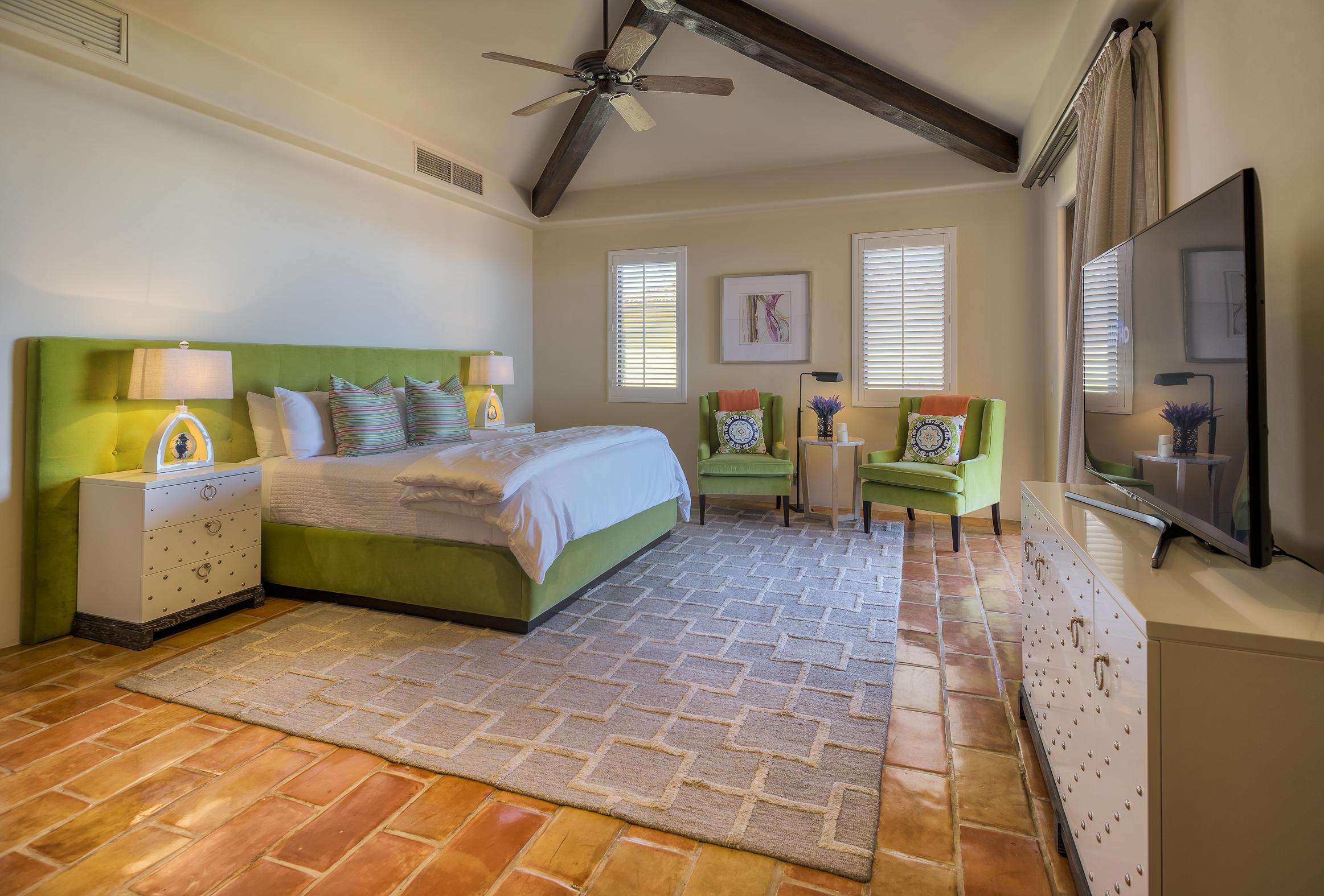 Hacienda Penthouse 3501-11