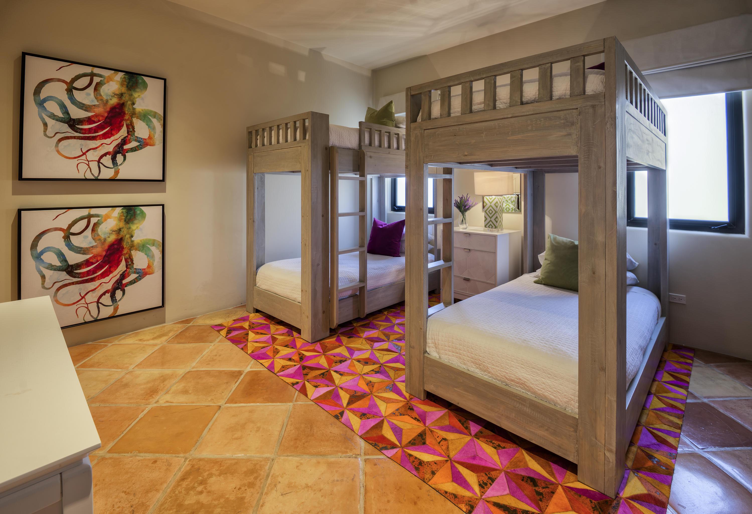 Hacienda Penthouse 3501-15