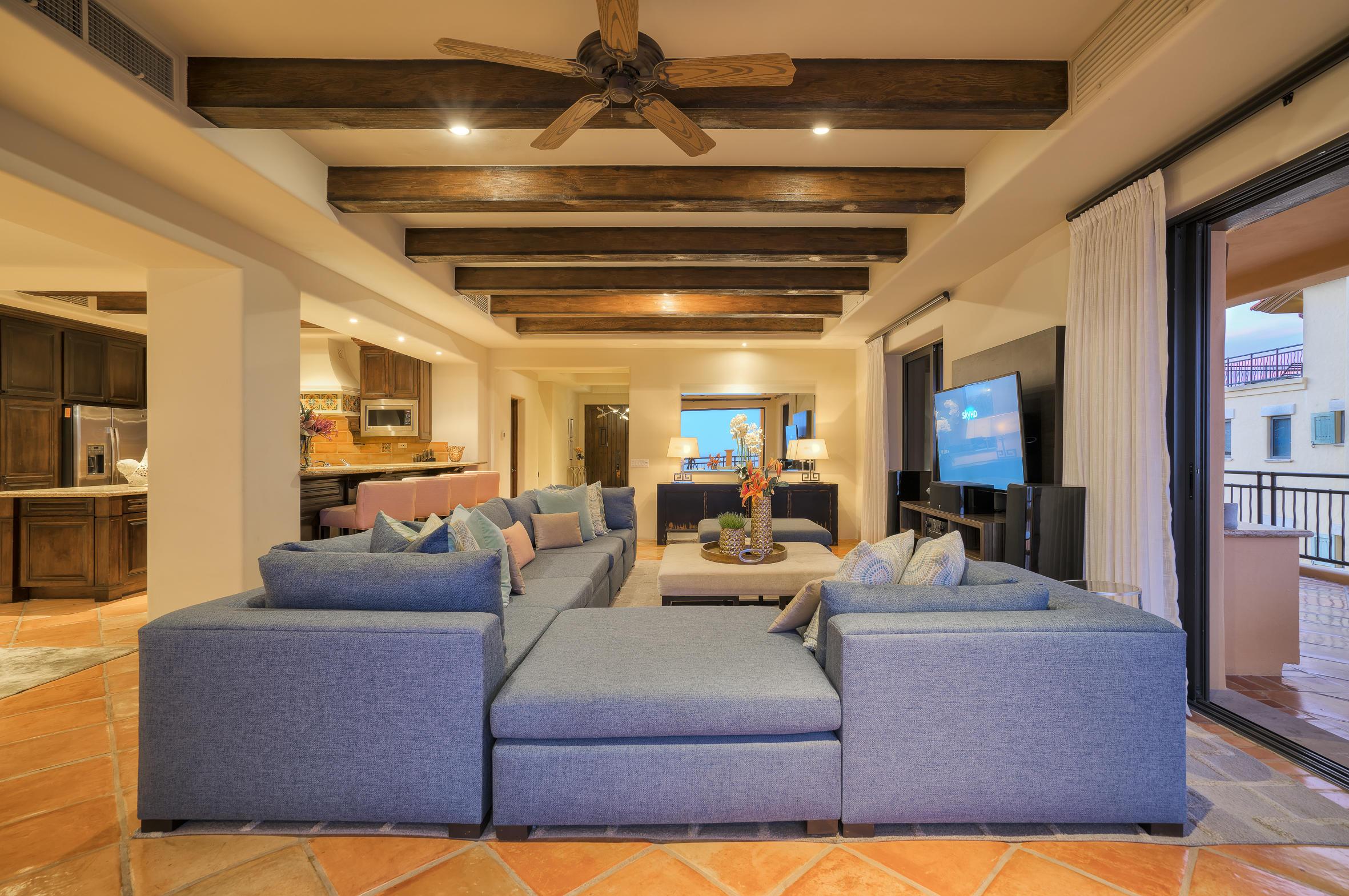 Hacienda Penthouse 3501-30
