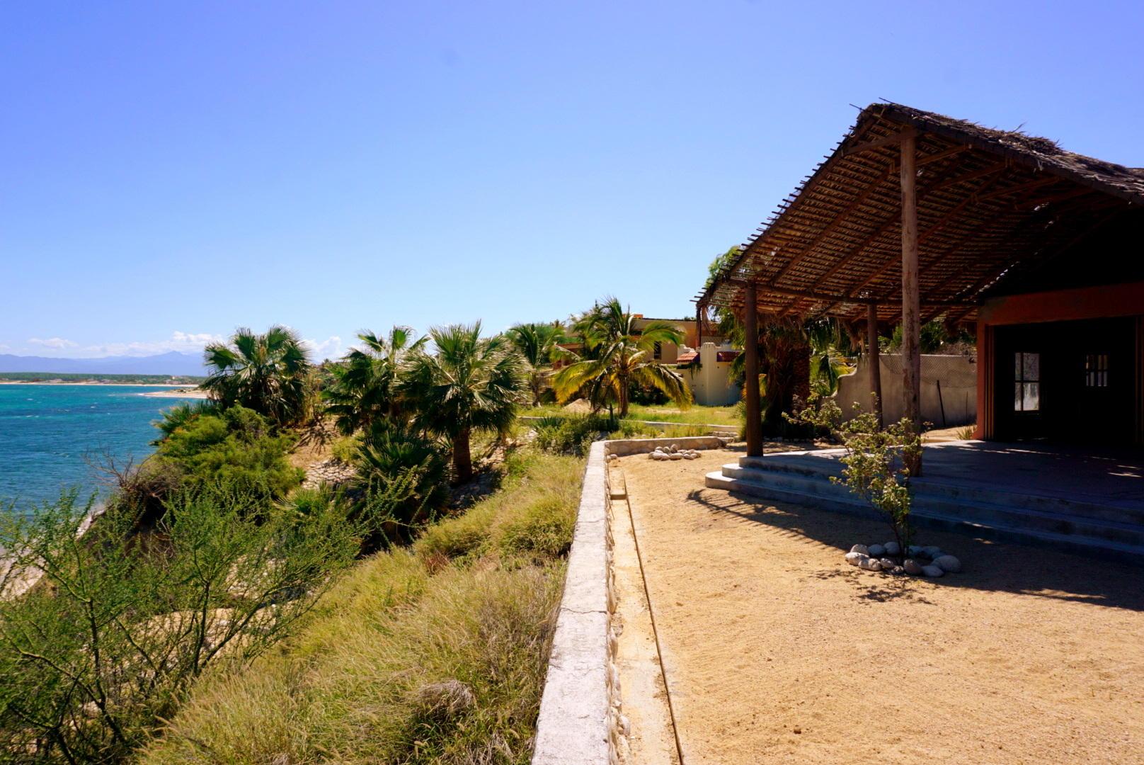 Beachfront 3BR Home-31