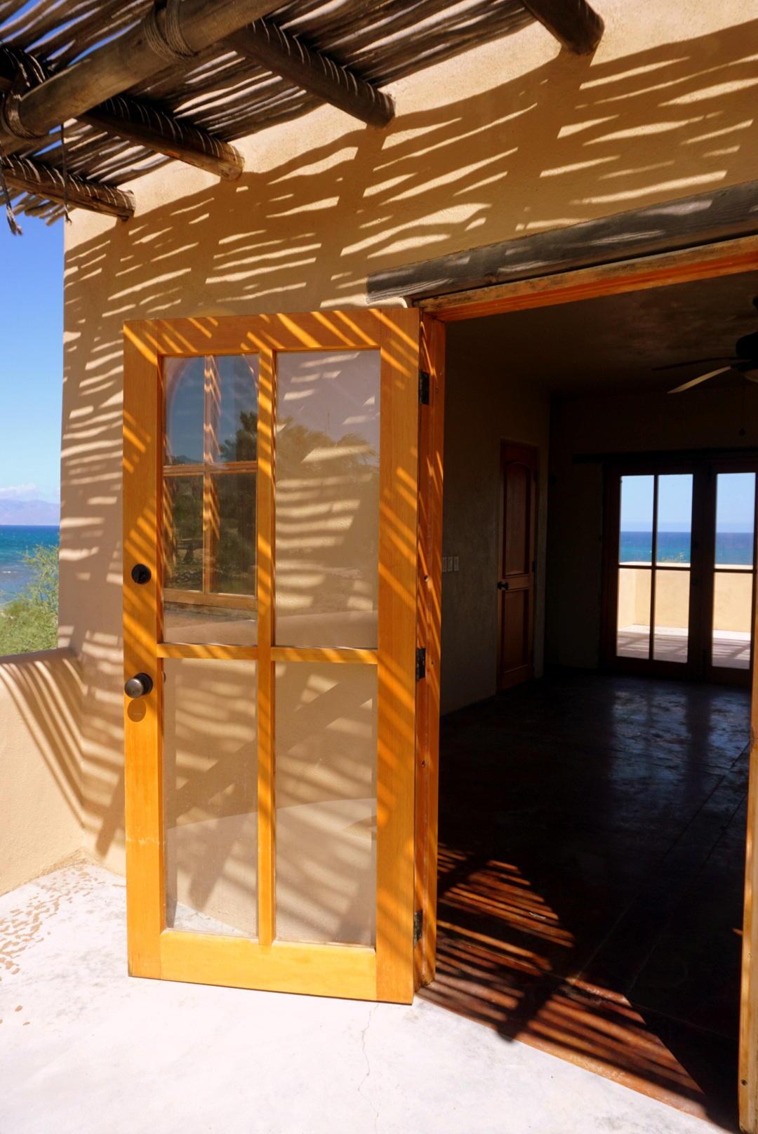Beachfront 3BR Home-26