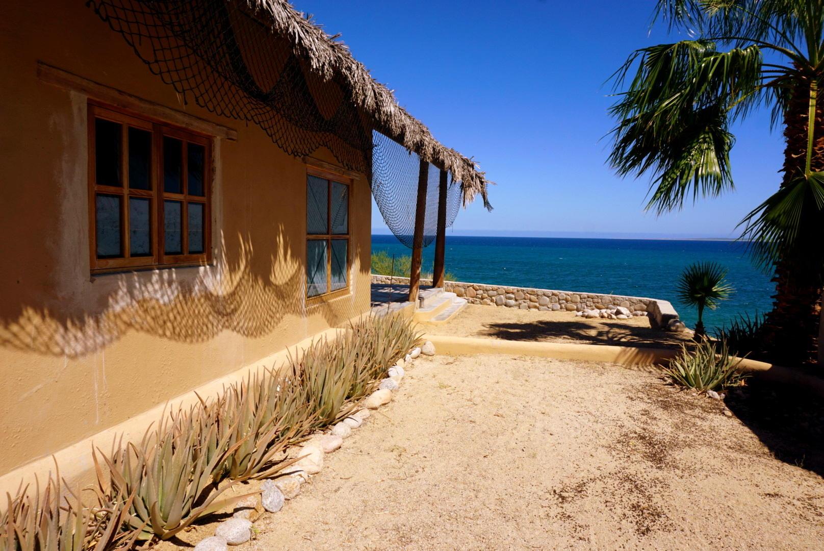 Beachfront 3BR Home-29