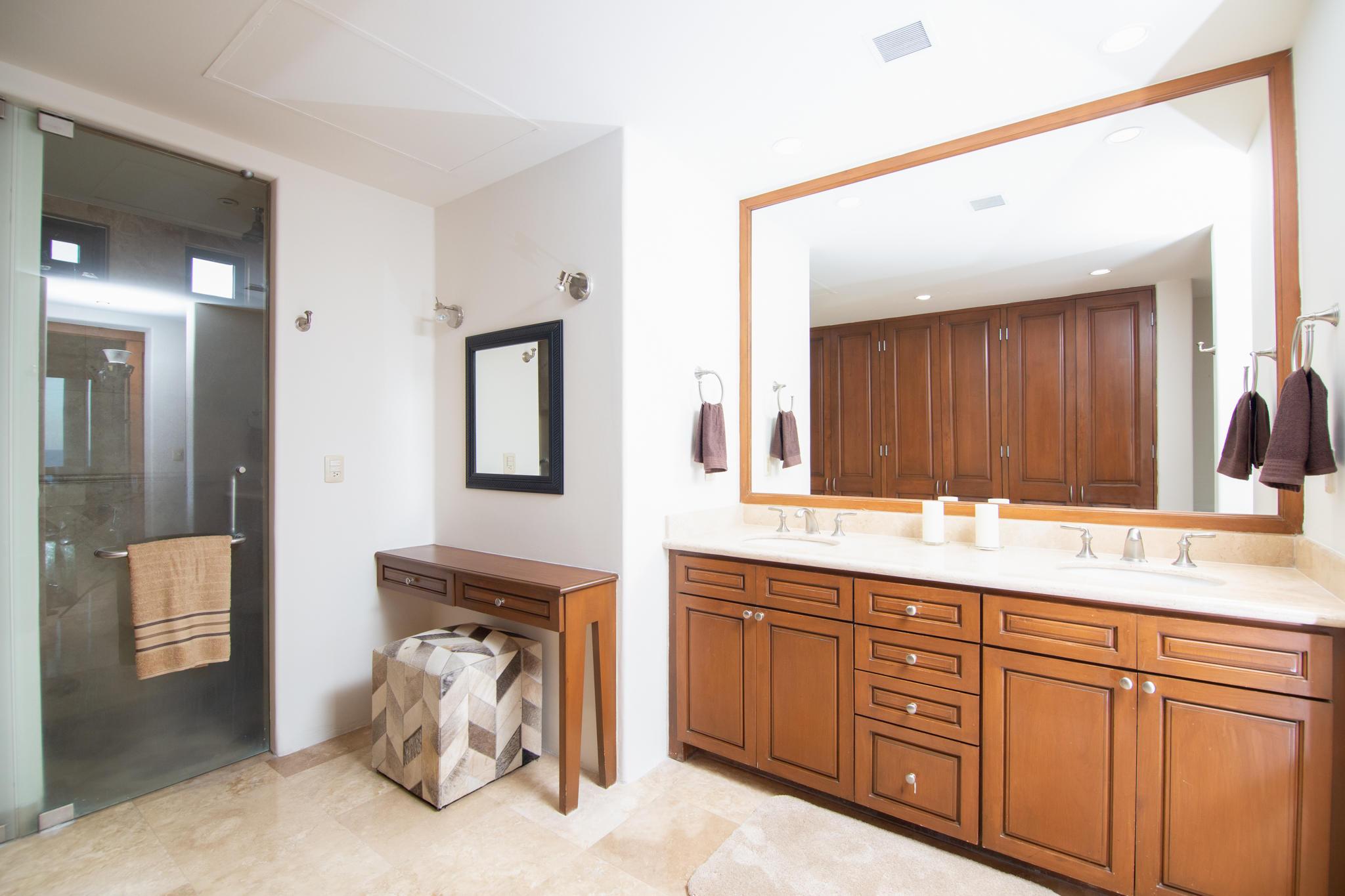 San Jose del Cabo, 3 Bedrooms Bedrooms, 8 Rooms Rooms,3 BathroomsBathrooms,Condo,For Sale,Paseo de Las Misiones,19-231