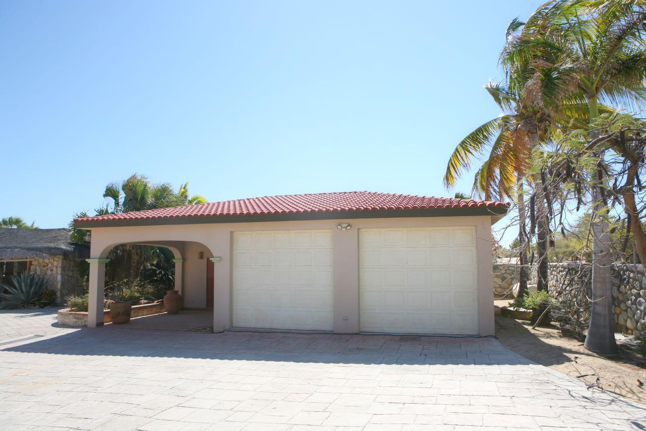 King beachfront home-8