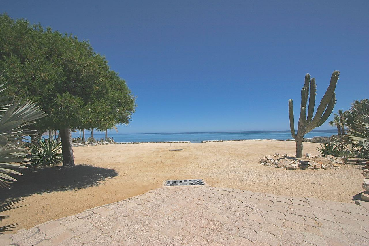 King beachfront home-15