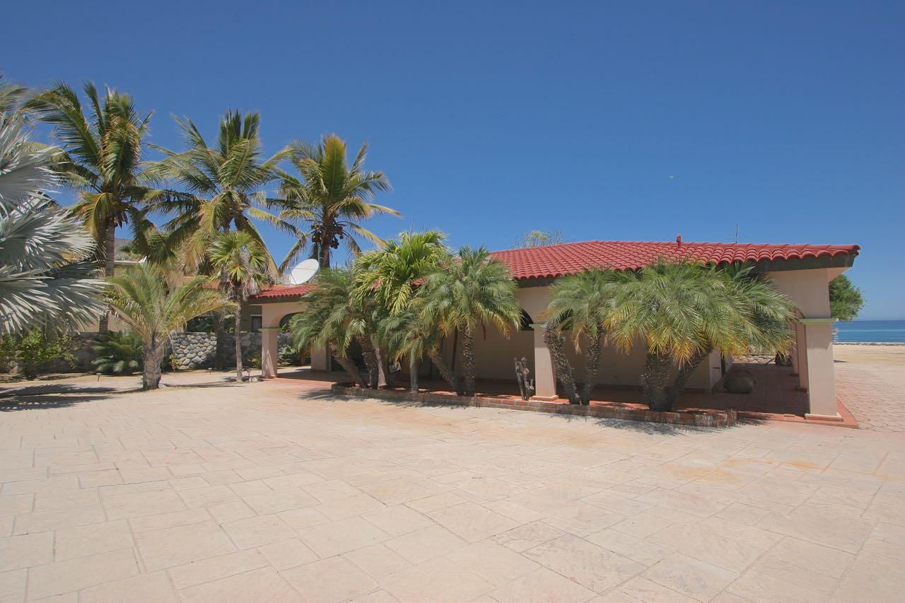 King beachfront home-27