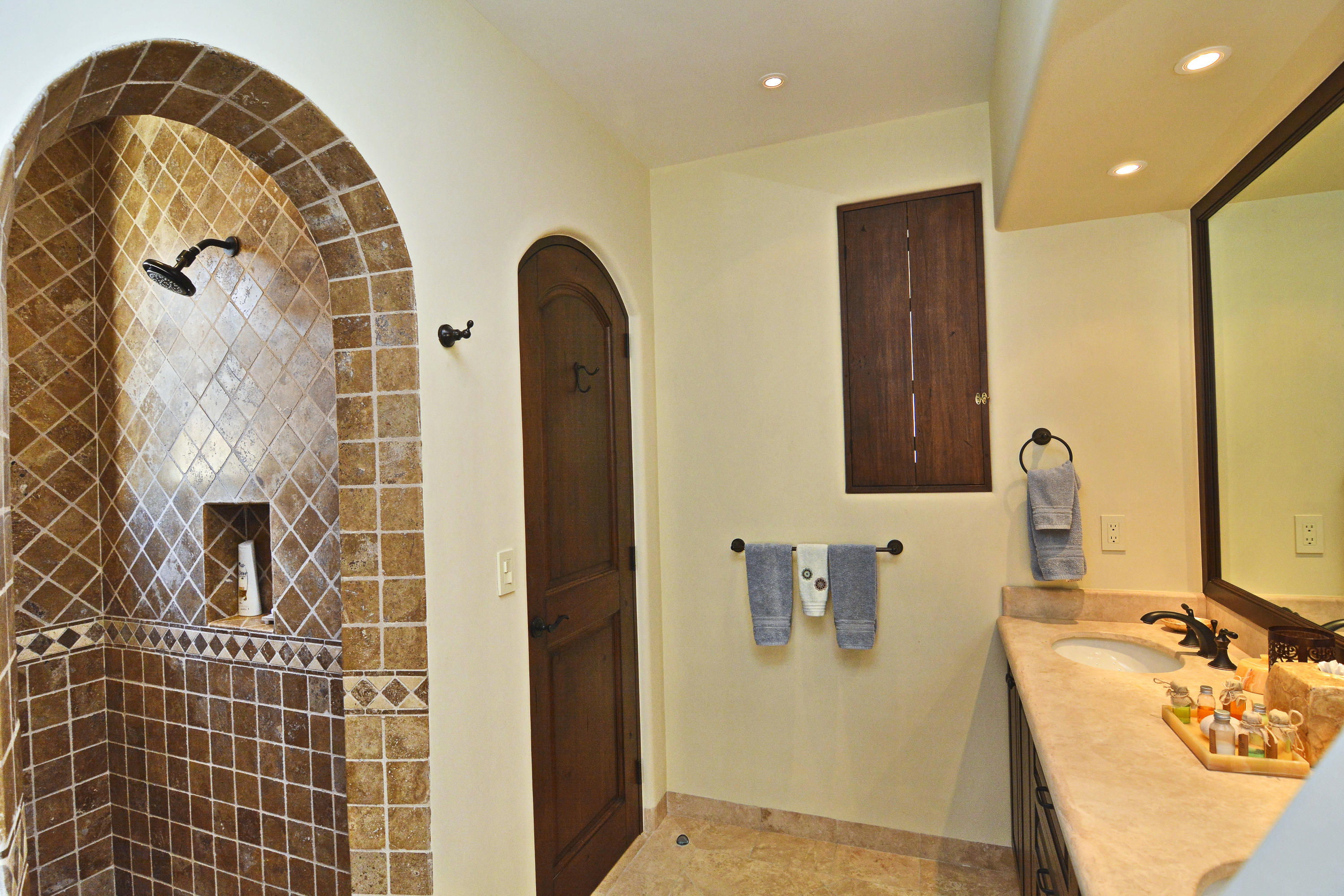San Jose del Cabo, 2 Bedrooms Bedrooms, 5 Rooms Rooms,2 BathroomsBathrooms,Condo,For Sale,Jose Maria Morelos,19-1382