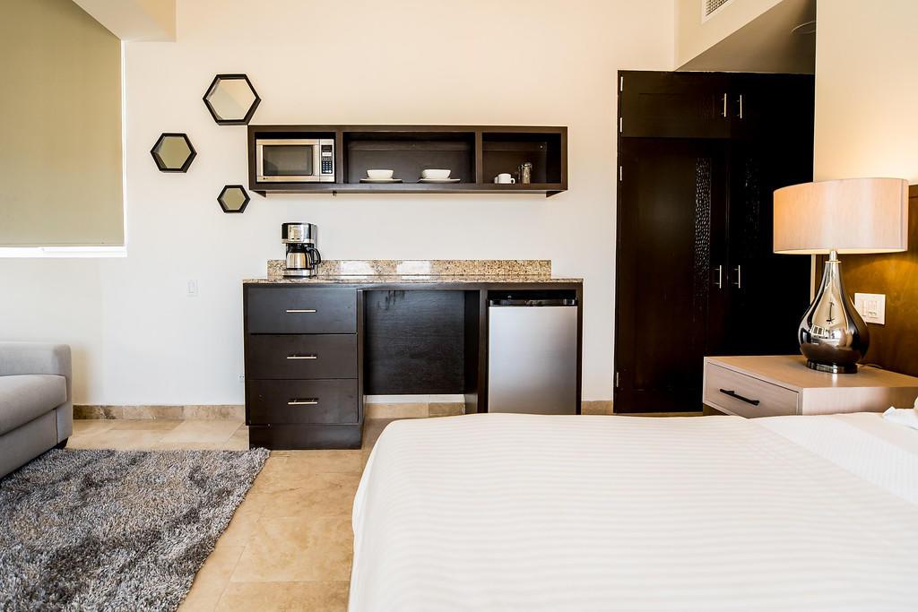 Cabo San Lucas, 2 Bedrooms Bedrooms, 6 Rooms Rooms,2 BathroomsBathrooms,Condo,For Sale,Cabo Villas / Medano Beach,19-1393