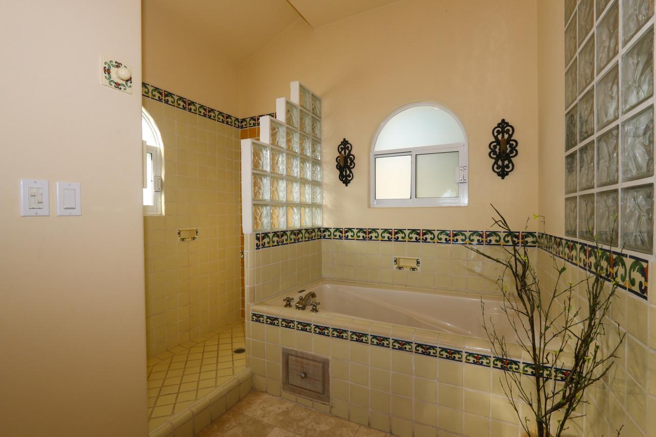 San Jose del Cabo, 2 Bedrooms Bedrooms, 6 Rooms Rooms,2 BathroomsBathrooms,Condo,For Sale,Paseo Blvd. San Jose,20-438