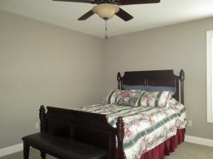 Property Photo: Guest Bedroom