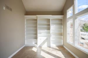 Property Photo: Office Built-Ins