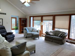 Property Photo: 5060 Hickory Hills LR b