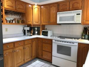 Property Photo: 5060 Hickory Hills Kitchen c