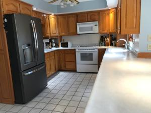 Property Photo: 5060 Hickory Hills Kitchen f