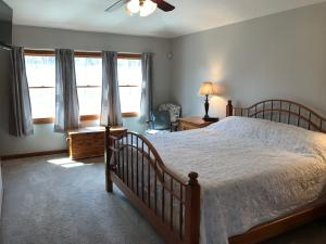 Property Photo: 5060 Hickory Hills Master Bdrm c