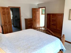 Property Photo: 5060 Hickory Hills Master Bdrm f