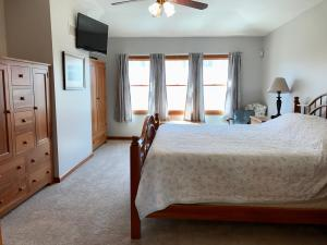 Property Photo: 5060 Hickory Hills Master Bdrm h