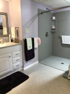 Property Photo: 5060 Hickory Hills Apt Accessible Bath b