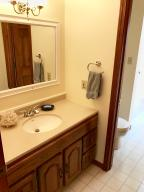 Property Photo: 5060 Hickory Hills Upper bath