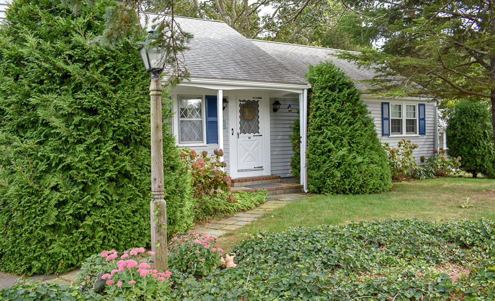 28 Arrowhead Drive, West Dennis MA, 02670