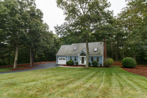 45 TOBISSET STREET, MASHPEE, MA 02649  Photo 2