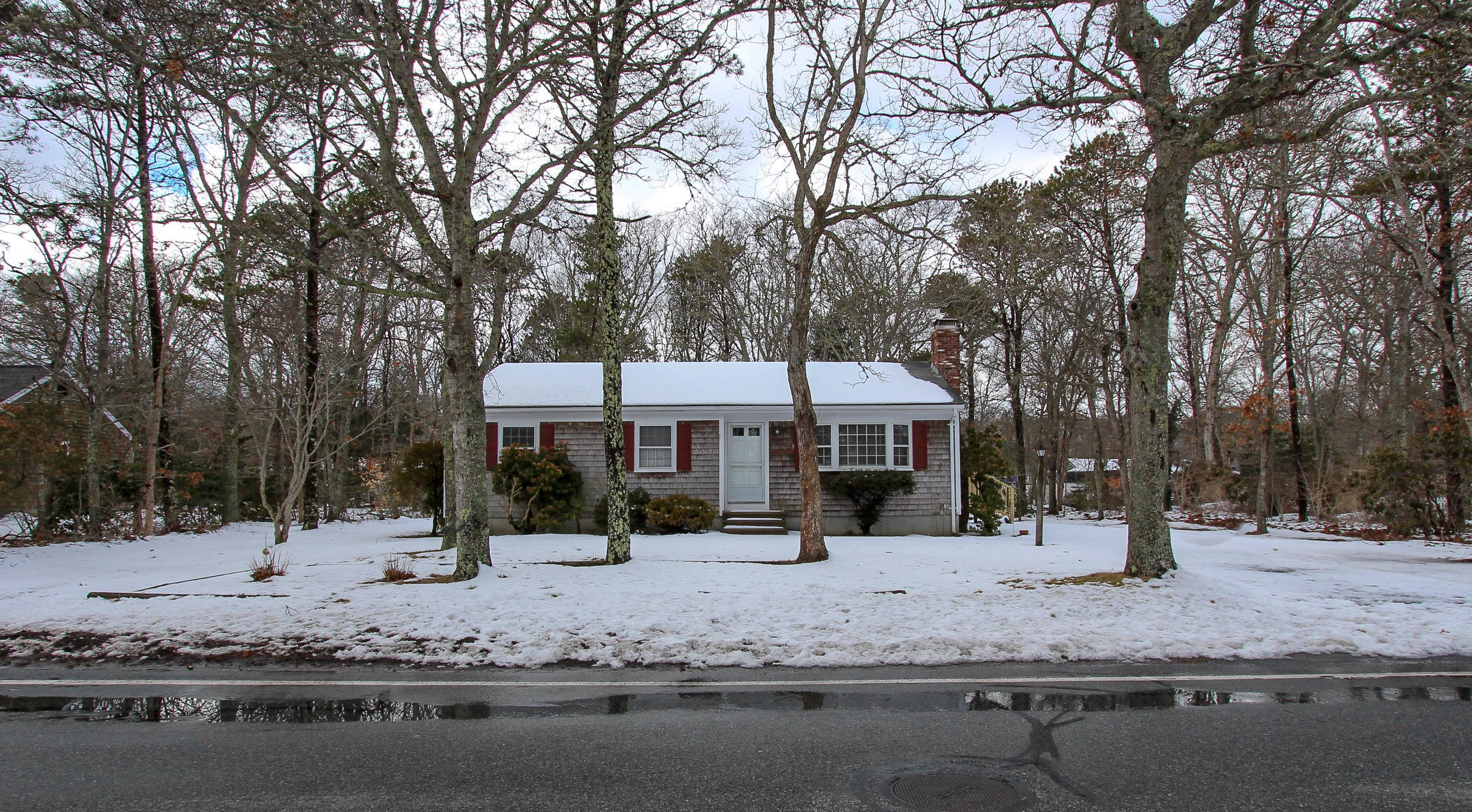 333-old-strawberry-hill-road-hyannis