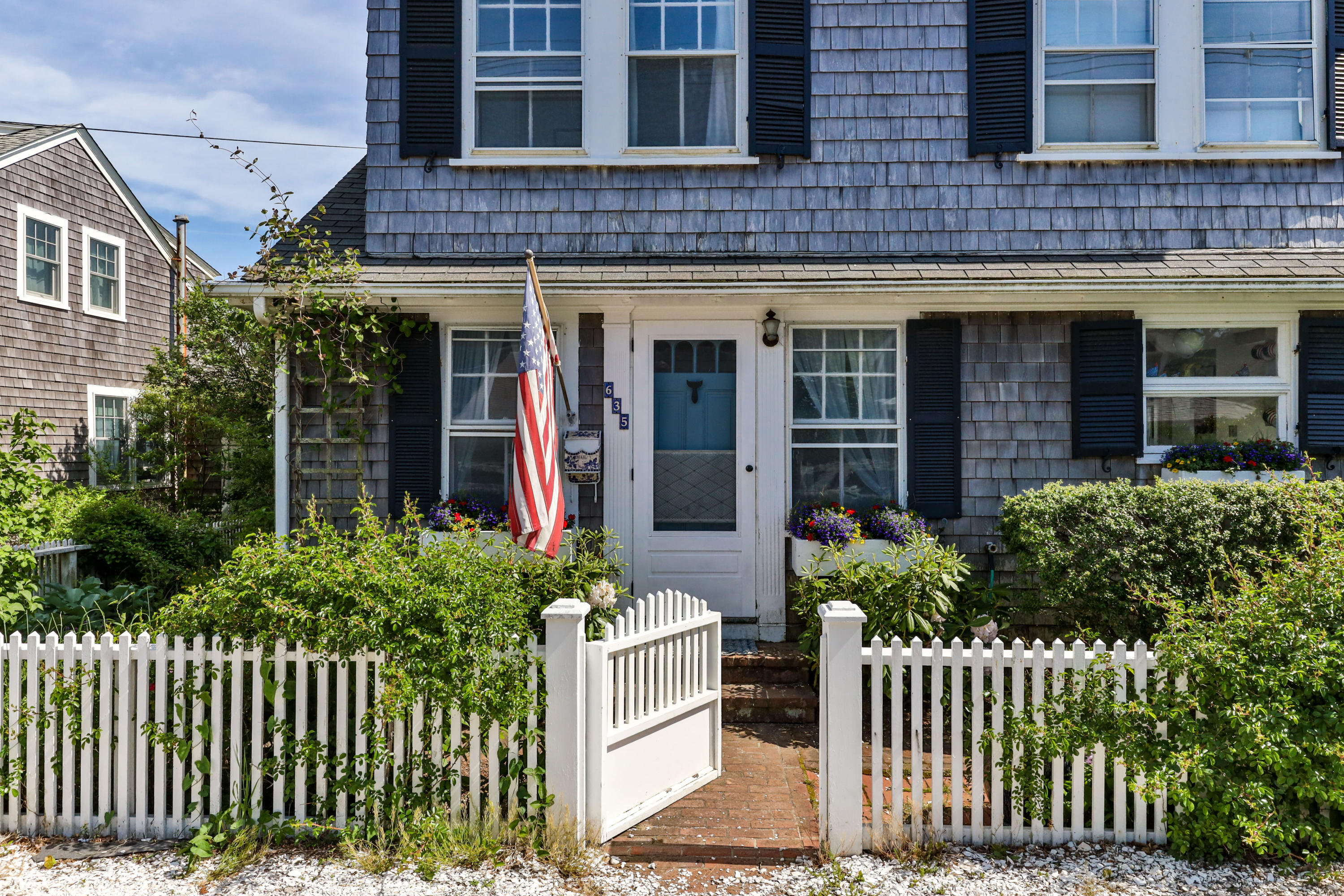 635 Commercial Street, Provincetown MA, 02657 details