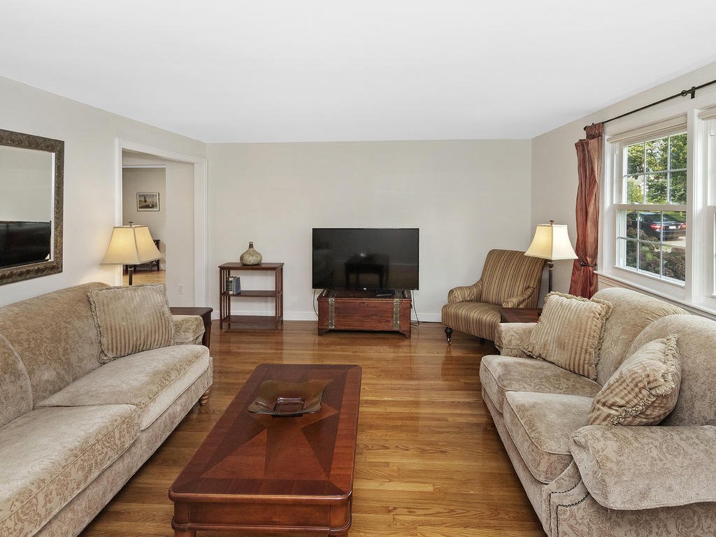 7 Merrymount Road, West Yarmouth, MA photo 4