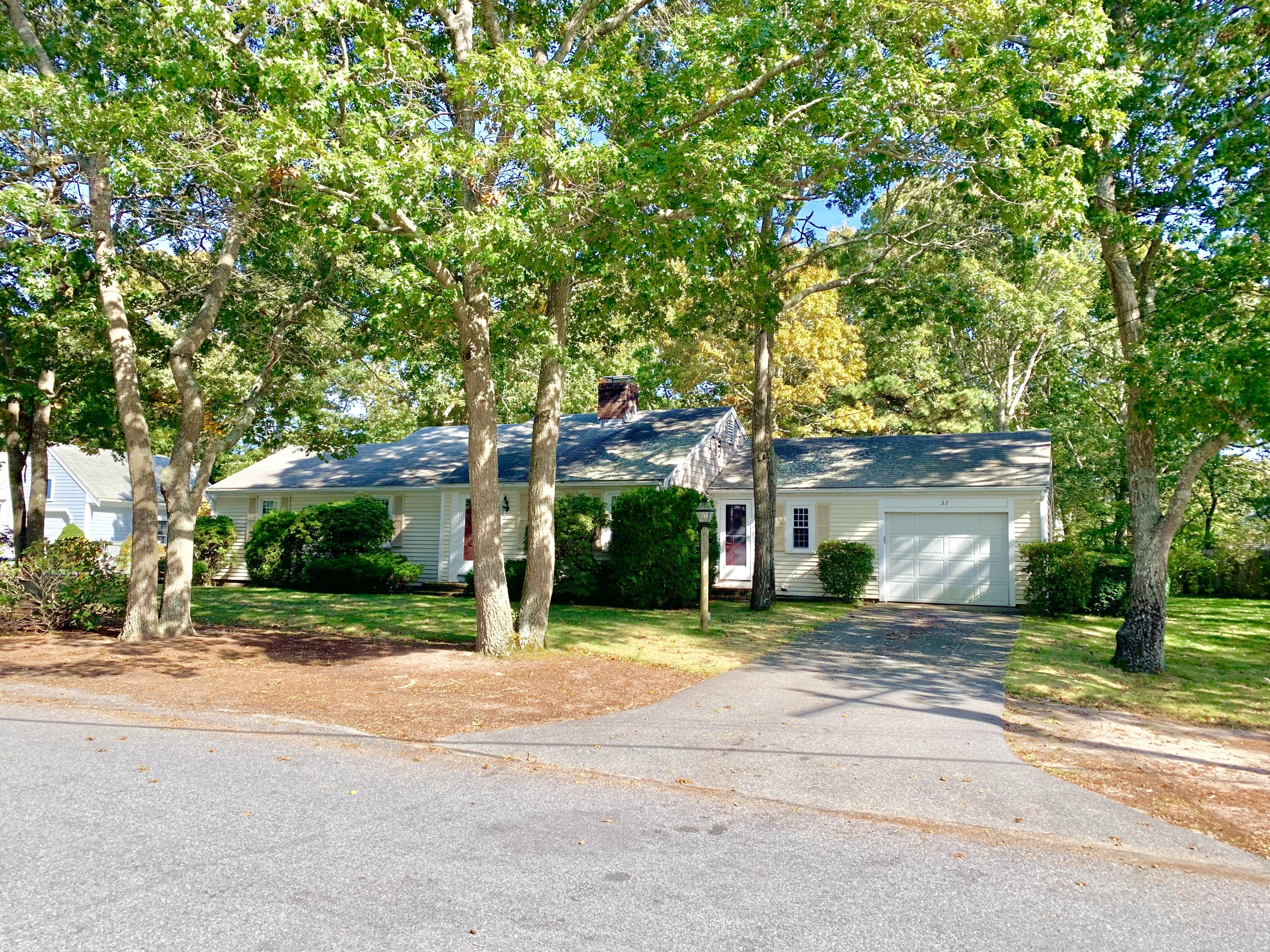 32 Country Club Drive, South Yarmouth MA, 02664 details