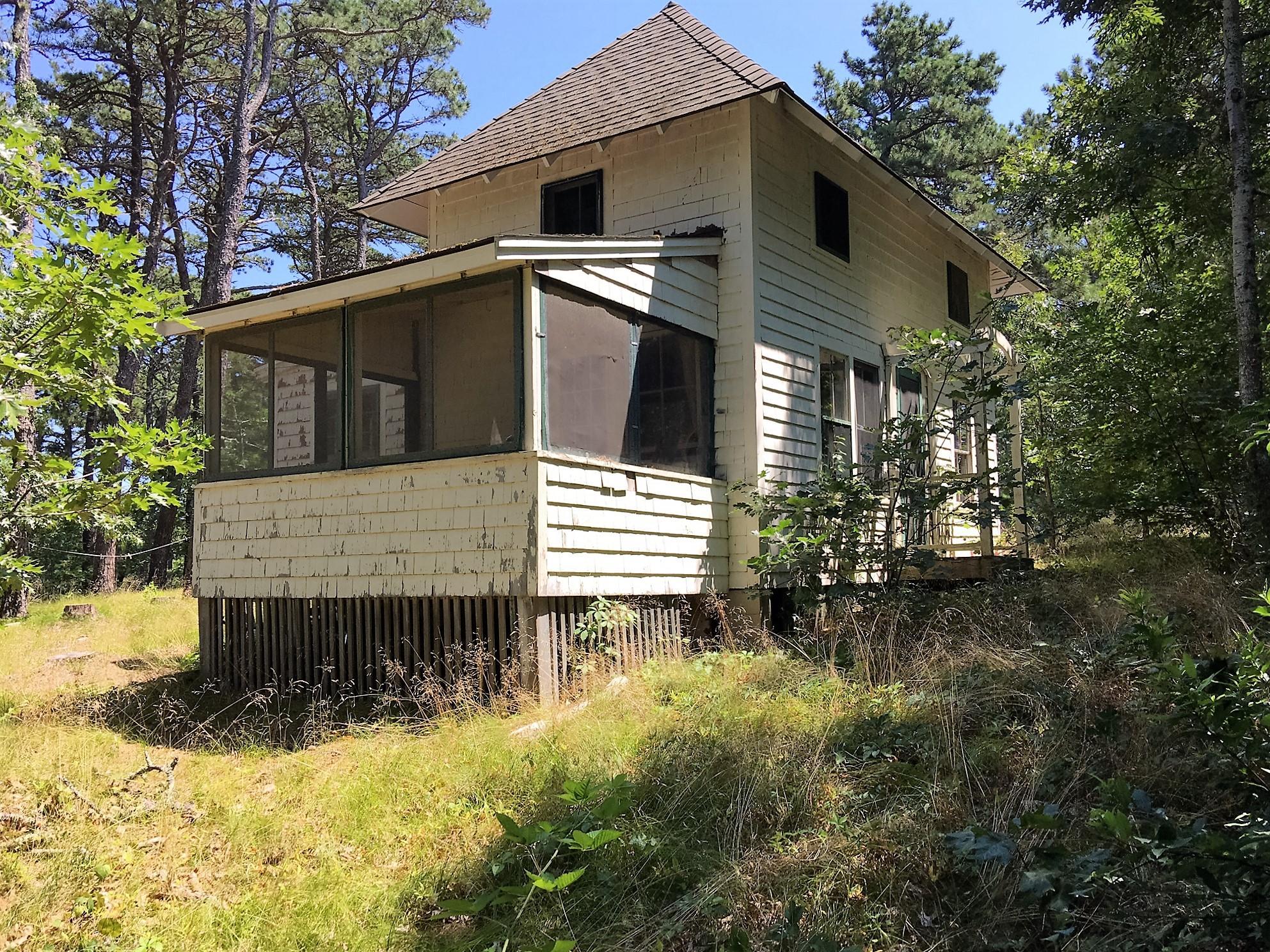35 Mountain Avenue, Wellfleet MA, 02667 details