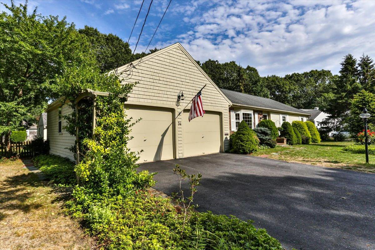 14 Wolfson Road, South Yarmouth MA, 02664 details
