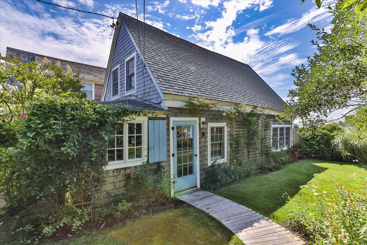 593 Commercial Street, Provincetown MA, 02657 details