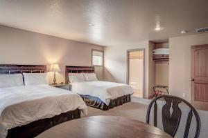 Full Baths in each Bedroom Suite